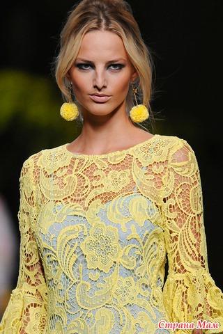 Желтое кружевное платье