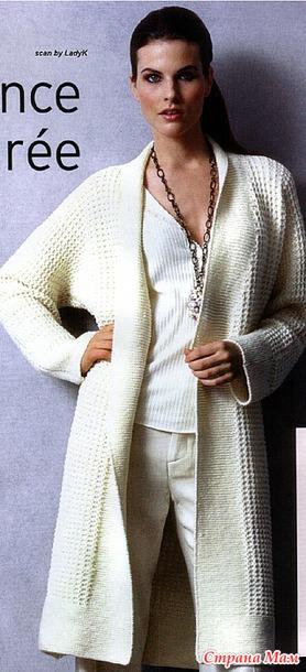 Элегантное пальто спицами.