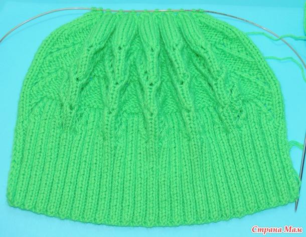Вяжем шапочку с помпонами вместе он-лайн