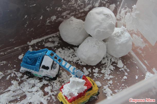 Как сделать снег из крахмала и воды