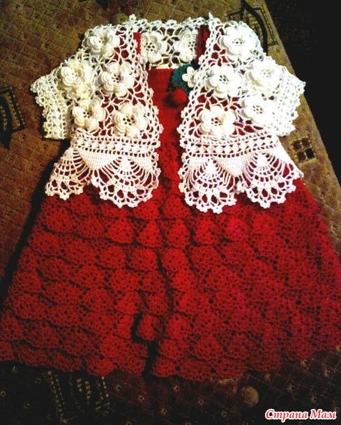 . Платье с клубничками и болеро на 5 месяцев