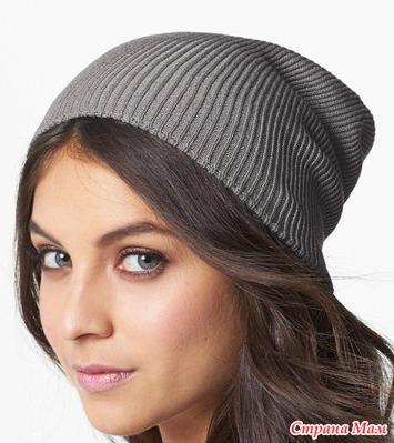 Стильная шапка-бини спицами.