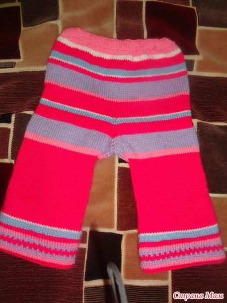 Костюмчик, растущий с дочкой: штанишки с регилируемой длиной и кофточка с жаккардовым узором.