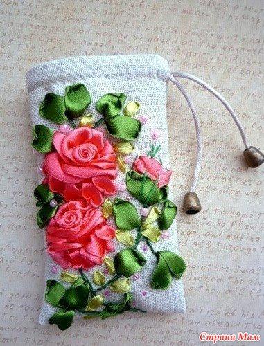 Вышивка лентами на чехол телефона
