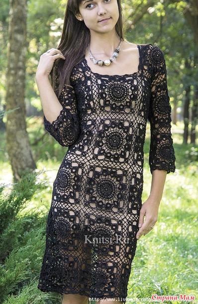 Цветок в квадрате. Черное ажурное платье.