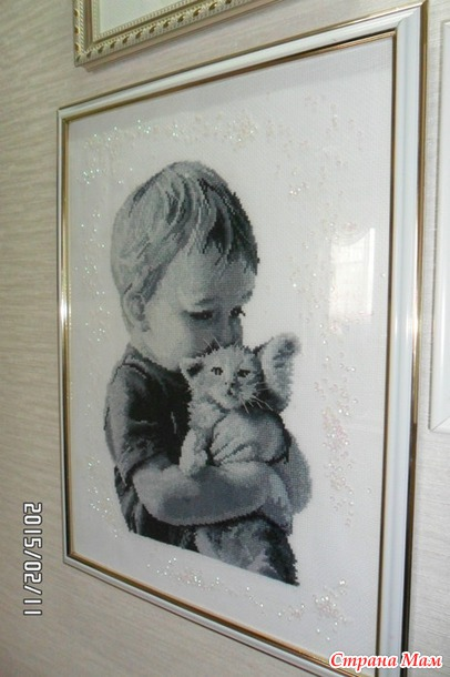 Мальчик с котенком вышивка