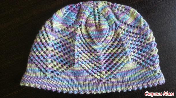 Летняя шапочка с листочками для девочки