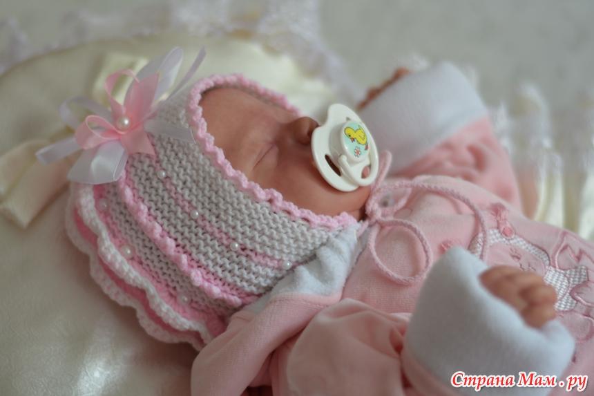 Связать новорожденной девочке чепчик