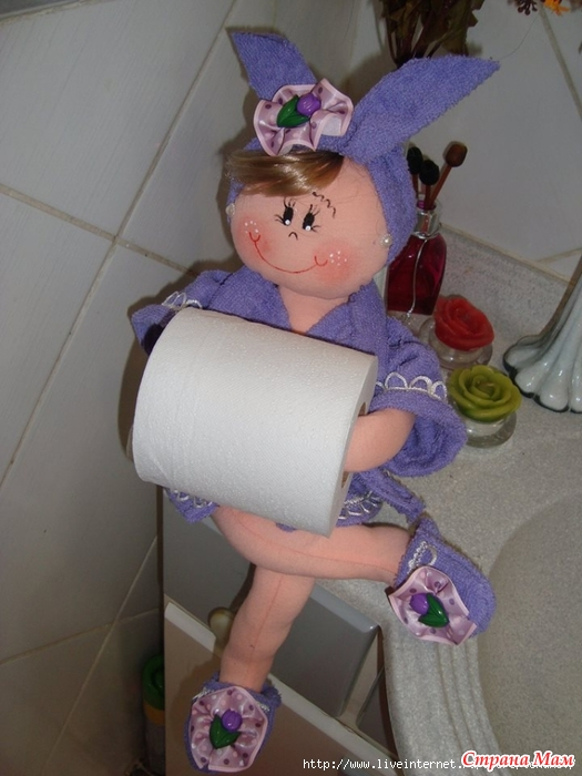 Как сделать держатель куклу для туалетной бумаги своими руками