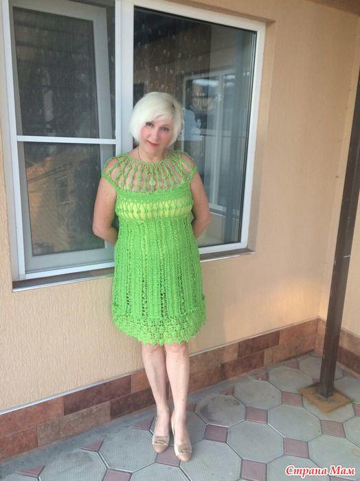 У мамы поднялось платье