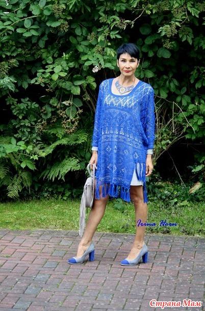 Платье-пончо ярко-синего цвета. Крючок.