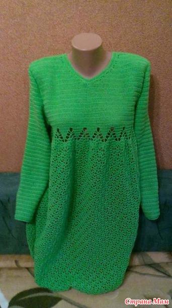 . Зеленое платье из полушерстяной пряжи
