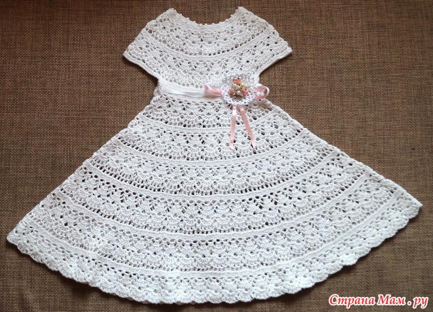Платье вязанное узором лилиями