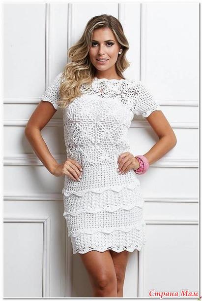 Белое платье крючком с рукавами