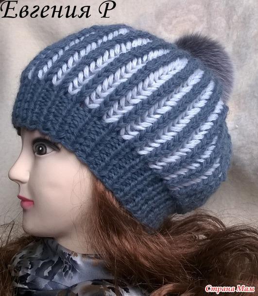 Теплая шапка двухцветной патентной резинкой.