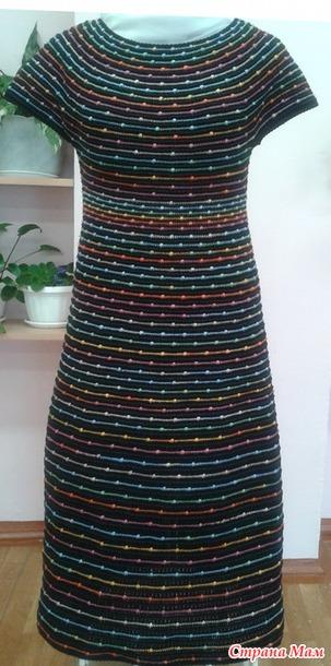 Платье крючком. Игра цвета и линий.