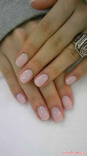 Однотонные ногти короткие