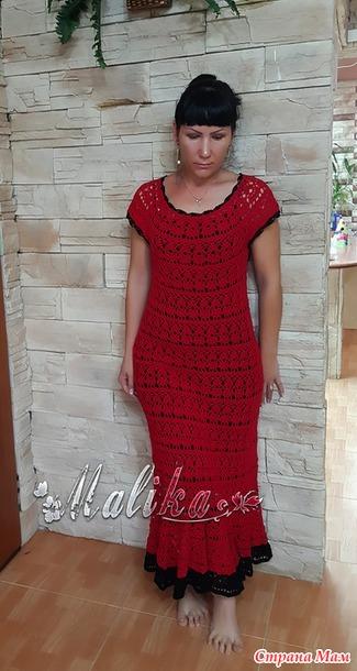 Красные лилии на платье
