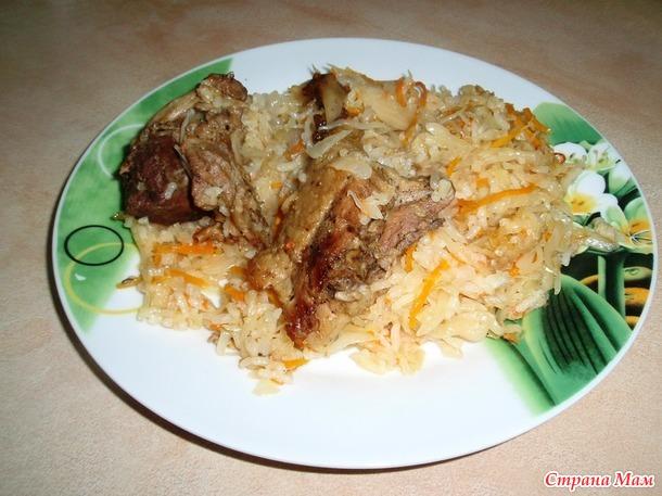 Квашеная капуста тушеная с мясом и рисом.