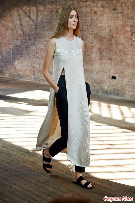 Длинное платье с брюками
