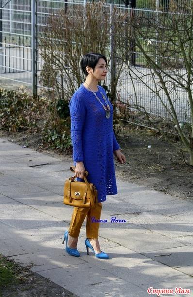 Синее платье прямого силуэта в филейной технике для сестры. Крючок