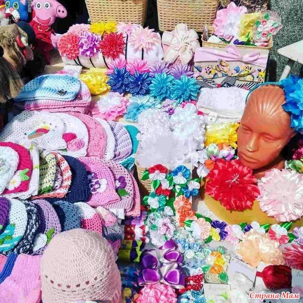 Вязание летних шапочек для девочек спицами с описанием на
