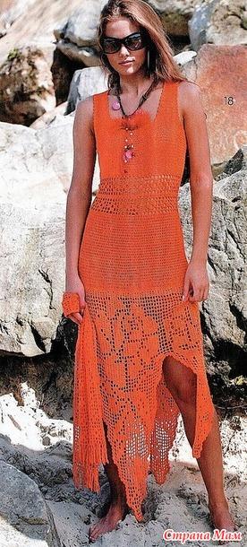 Терракотовое макси платье в технике филе.