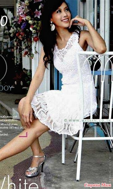. Белое платье сарафан.
