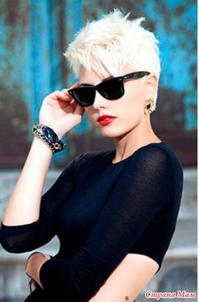 Стильная блондинка с короткой стрижкой
