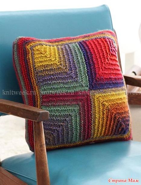 . Идея для утилизации остатков. Пледы с геометрическим узором и цветная диванная подушка