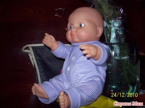 Куклу подарили. А она пахнет. Чем меня неоднозначно пугает.(((
