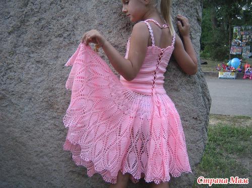 Комплект для дочери (топ, юбка и ожерелье) связан крючком