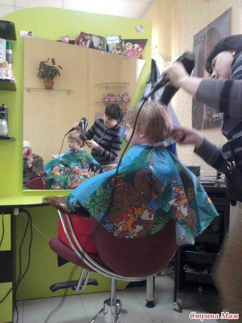 Сегодня нельзя стричь, красить, укладывать или лечить волосы из-за того, что результат будет непредсказуемый.