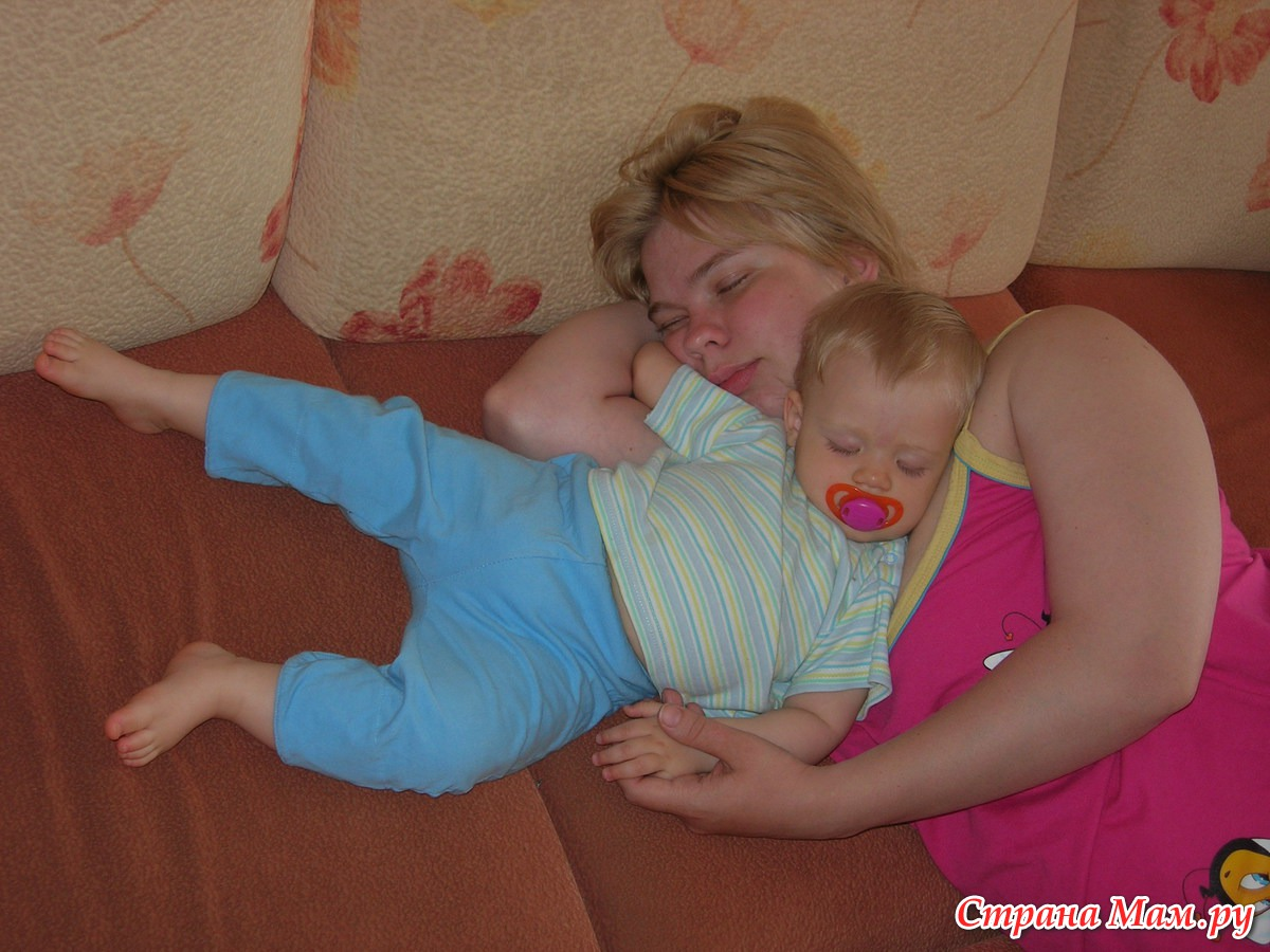 Сын подсматривал за спящей мамой смотреть бесплатно, Сын подглядел за тренировкой мамы и трахнул ее порно 21 фотография