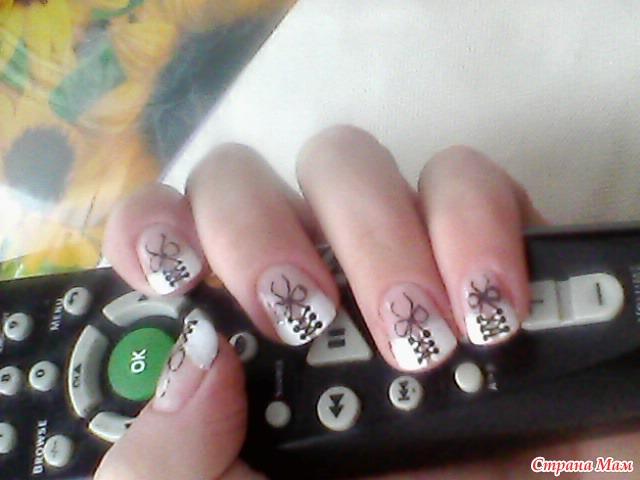 Фото рисунка на ногтях корсет