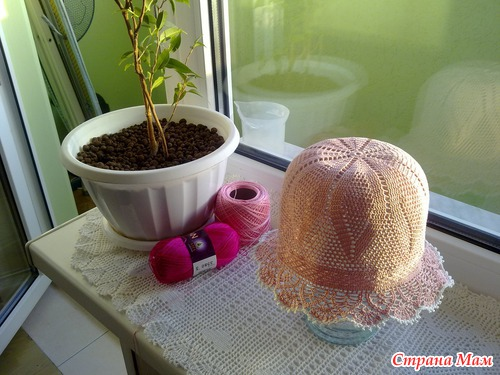Вяжем белую шапочку на лето!