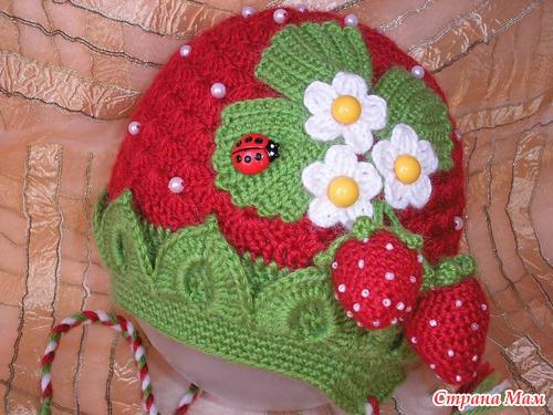 Вкусная шапочка-клубничка - авторская работа (с описанием)