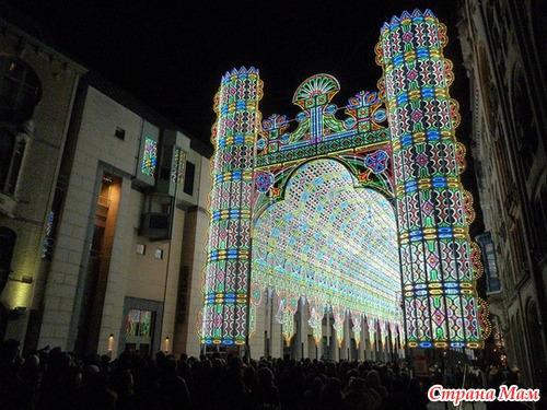 Собор из 55 тысяч лампочек