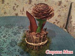роза (сделана из верхней части шишки)