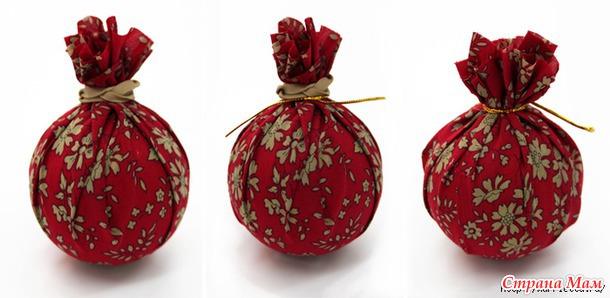 Новогодние венки из елочных шаров