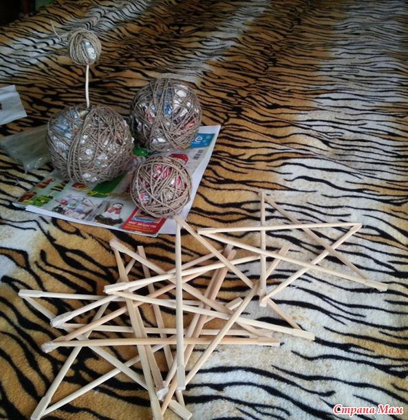 Новогодние рукоделки. Елочки из крышек, звезды из палочек и просто елочки)))