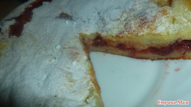 Пирог заливной с клубникой.
