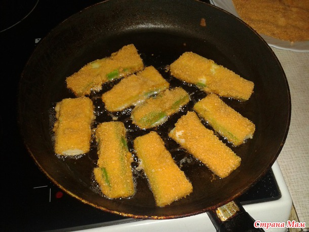 Кабачковые палочки с соусом.