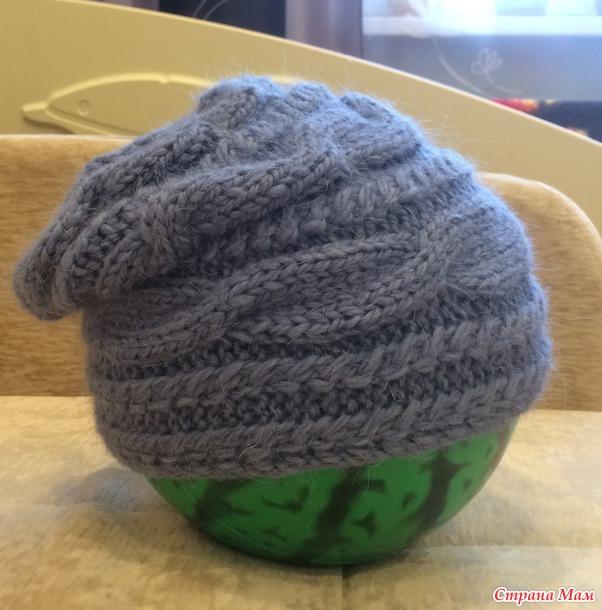 шапка с поперечной косой спицами