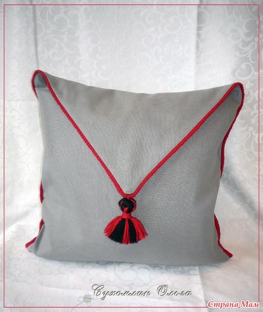 """Продам интерьерную подушку """"Красно-черный дуэт"""". Украина-350 грн."""