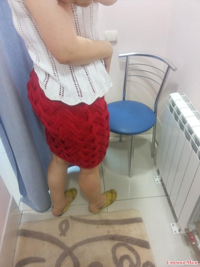 Подглядывают за девочками под юбки