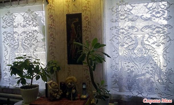 Филейные занавески с павлинами.