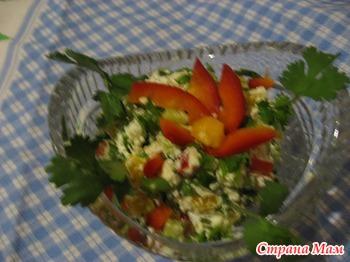 Салат из  творогом и овощами