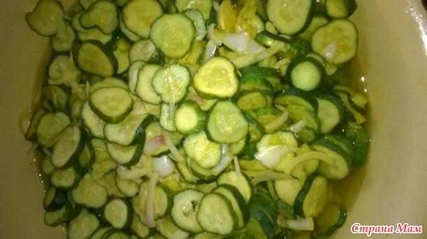 Салат из огурцов с куркумой