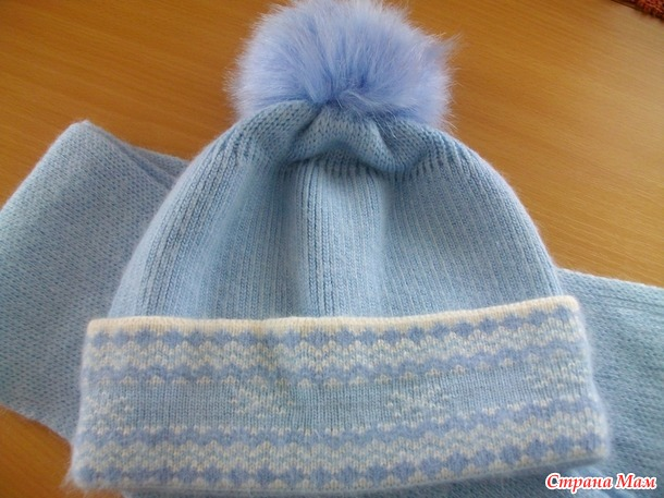 Продам шапки для девочки (объем 54-56), б/у. Россия